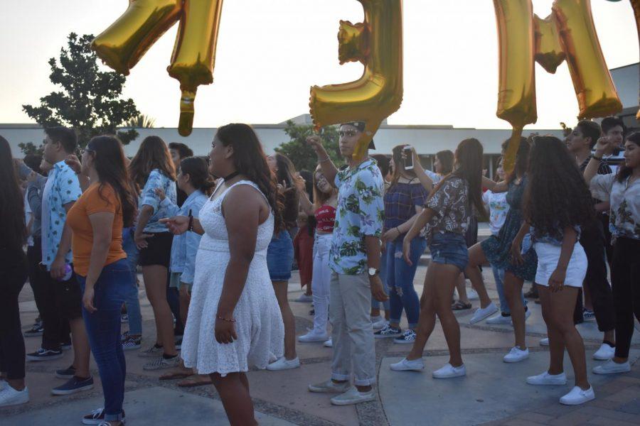 Anaheim+comienza+el+a%C3%B1o+escolar+con+un+baile+de+regreso+a+clases