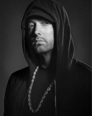 Eminem avienta un Kamikaze