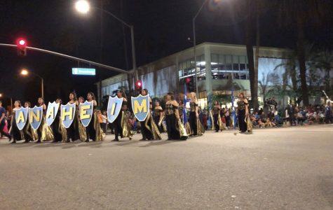 Anaheim continua su desfile de Halloween